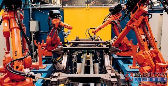 """中国工业机器人产业的""""危""""、""""机""""与突围"""