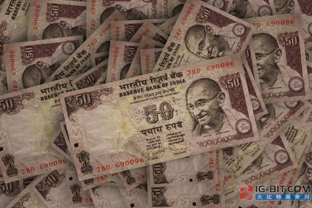 卢比贬值 印度38亿美元太阳能项目面临成本风险