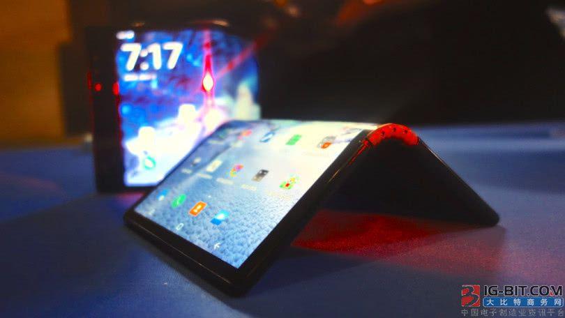 全球首款折叠屏手机体验:要改进的地方很多 软件问题严重