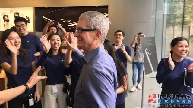 从万人追捧到集体唱衰,过山车的苹果何时能重返万亿美元?