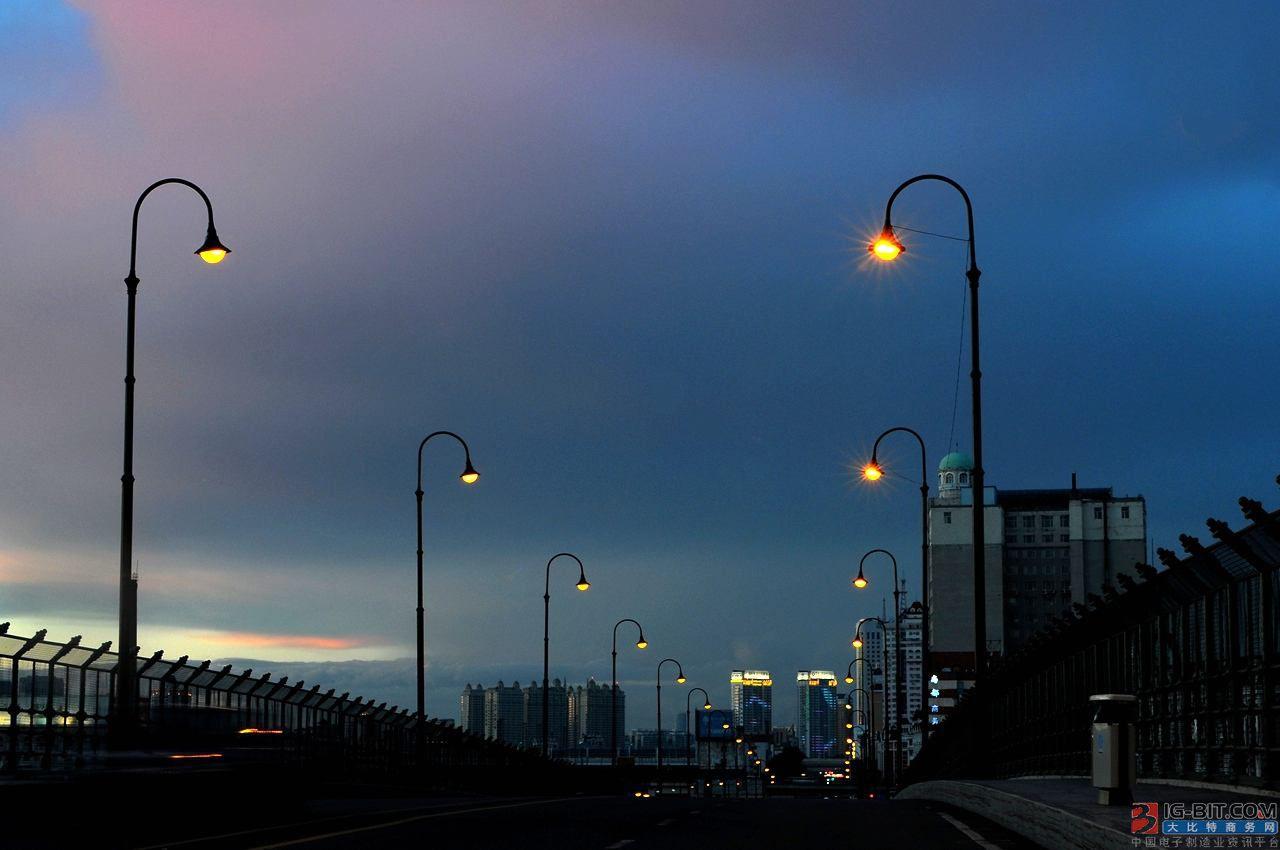当理想碰上现实,智慧路灯杆发展困境如何破?