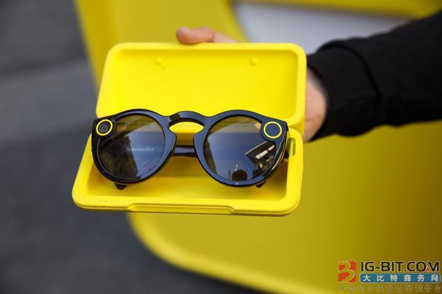 Snap将推出新款AR智能眼镜:配备两个摄像头