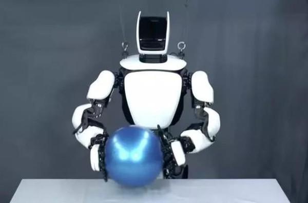 5G技术为丰田人形机器人实现无线控制