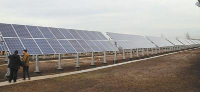 中国援建哈萨克斯坦太阳能及风能电站投入使用