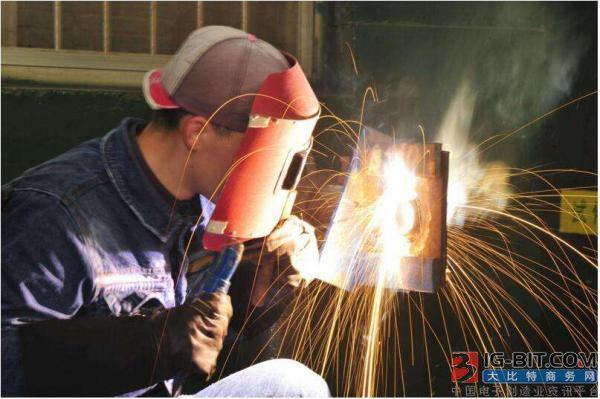 焊接机器人的工作原理和应用