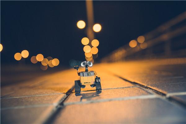 智能机器人需求潜力大 四方面实现更好更快发展