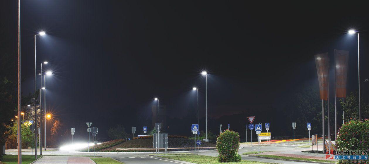 凭借欧司朗传感器技术 智能街道照明可识别环境条件并自动调节