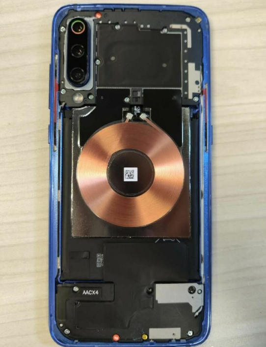 小米推出20W无线充手机   大秀纳米晶技术
