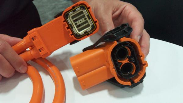 特斯拉3型充电枪连接器系统是如何处理高温难题?