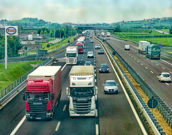 重型卡車的重型連接器需求強勁