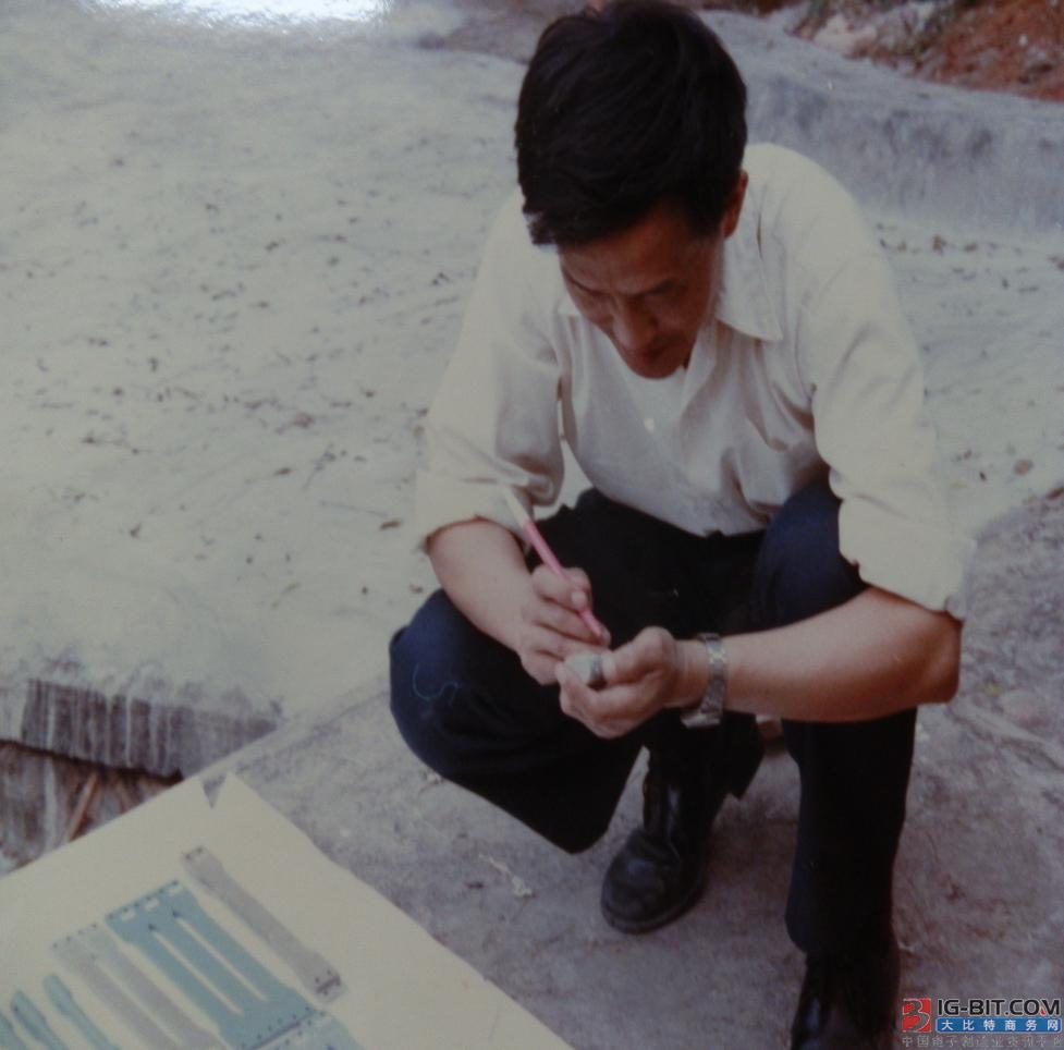 共和国和我的航天电连接器情缘——杨奋为高工答记者问