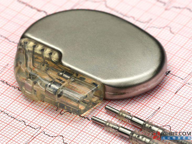 科学家开发用于医疗植入物的生物相容性电池,通过超声波充电