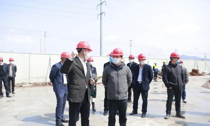 陈洪常务副市长莅临考察东磁太阳能光伏园区