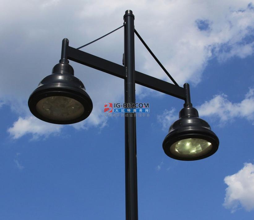 滕州北門里街老舊路燈換新顏 市民出行更便利