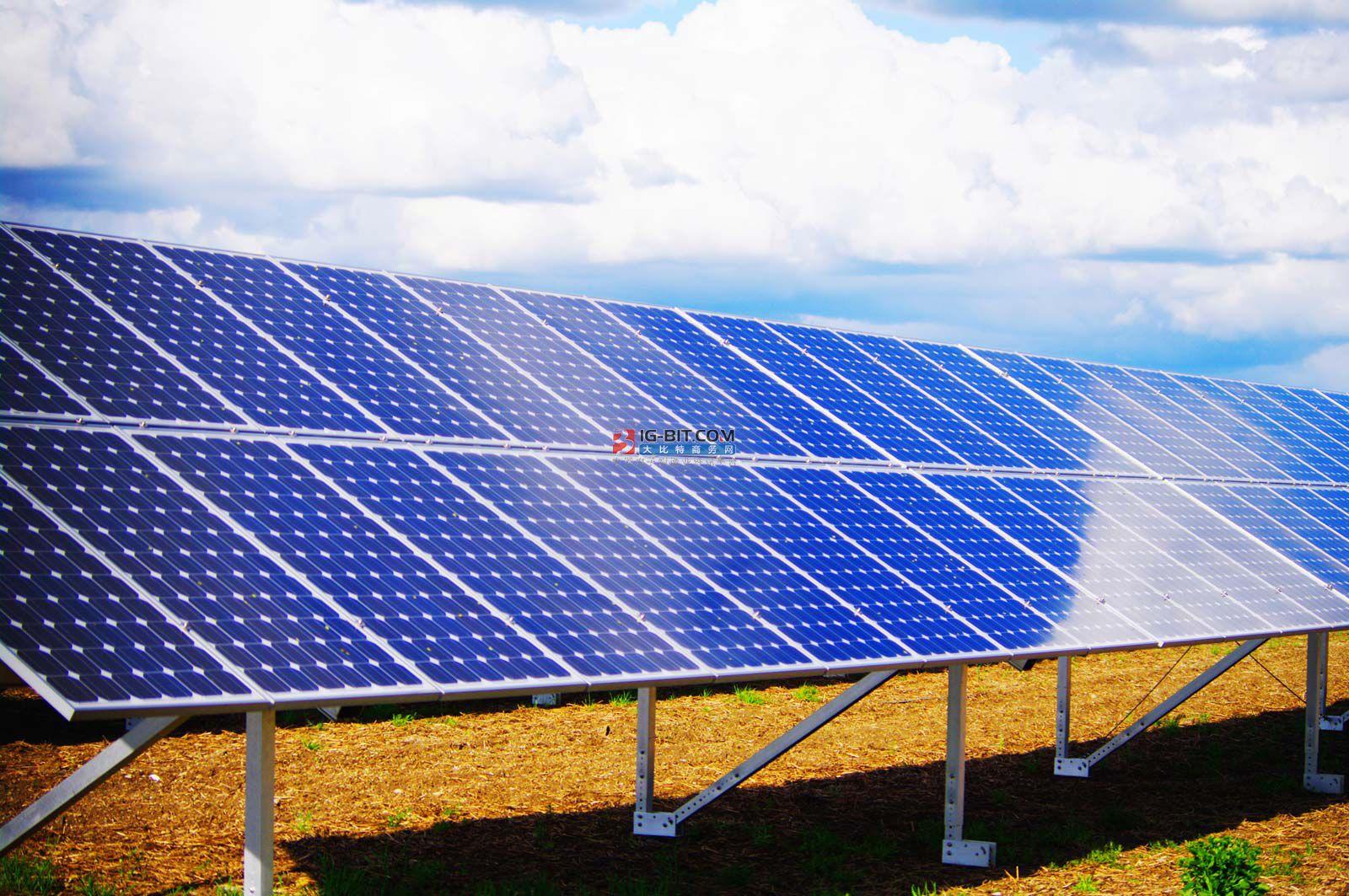 """借由""""流汗""""散热,提高太阳能电池板发电效率"""