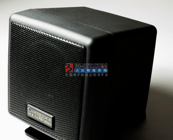 JBL无线蓝牙智能音箱即拥有好音质又具有强大的智能功能