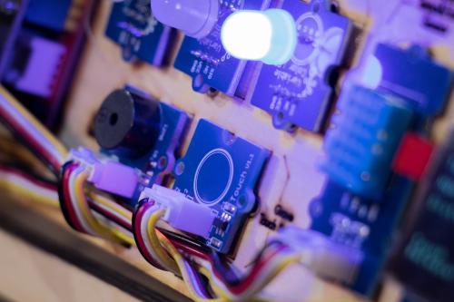掌握第四次顯示器產業機會,群創先攻PID應用強化MicroLED供應聚落