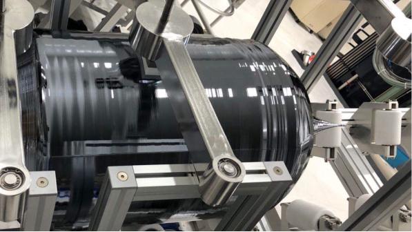 国产450mm半导体级单晶硅棒研制成功