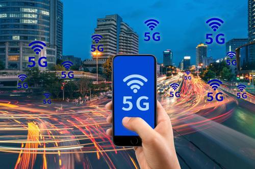 越南生产出首款5G手机Vsmart Aris 5G:骁龙765G处理器加持,外观颇像华为Mate 20?