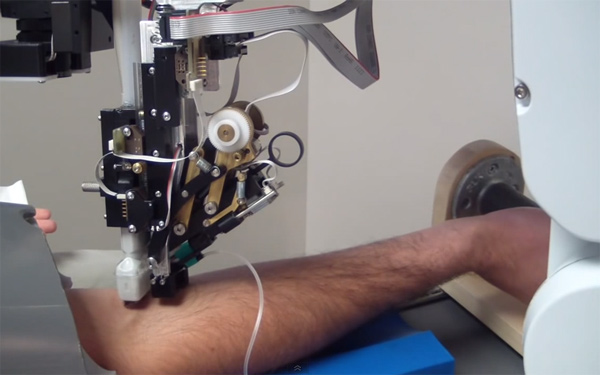 """自主研發采血機器人,磅策榮登""""2020醫療器械創新生命力榜單"""""""