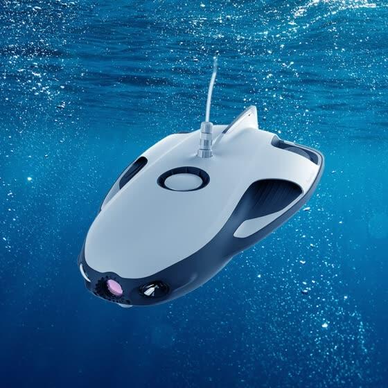 考古学家利用水下机器人对古代沉船施以保护
