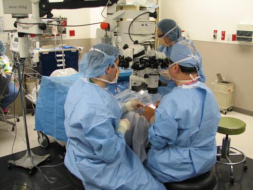 """眼科手术机器人 注射治疗""""秒""""完成"""