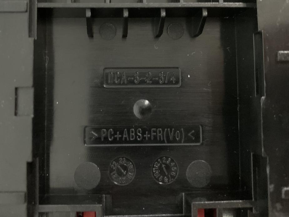 标明设计充电器时使用的具体材料