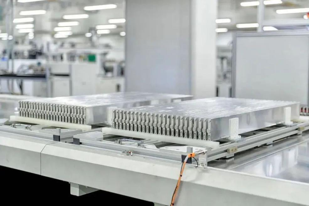 特斯拉发布全新4680电池:续航里程提高16% 每千瓦时成本降14%