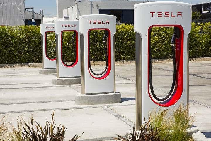 2座超充站/11座目的地充电站 特斯拉打通成都至拉萨充电路线