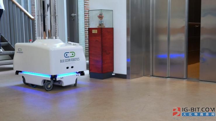 """防疫""""黑科技"""" 消毒机器人迎来高光期"""