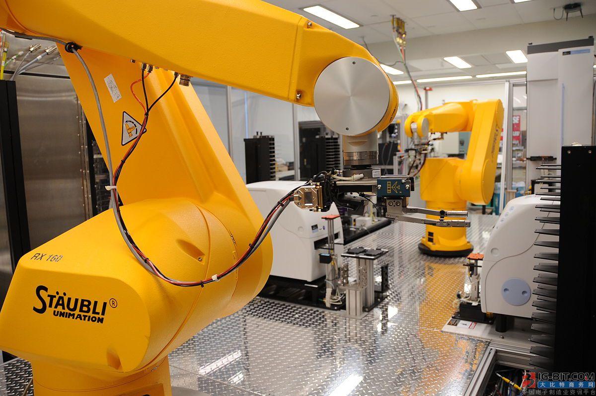"""AGV+机械臂,谁是复合型机器人里的""""头号玩家""""?"""