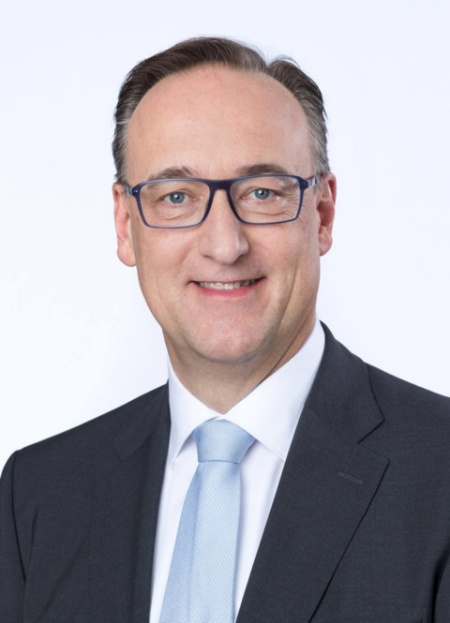 英飞凌科技股份公司管理委员会成员兼首席营销官Helmut Gassel博士