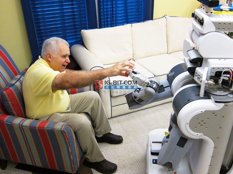 华盛顿科学家测试老人护理机器人