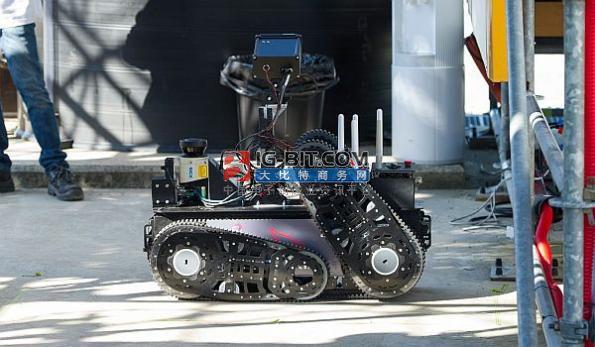 """巡检效率提升200%!基于飞桨打造的小度巡检机器人""""能+效""""双在线"""