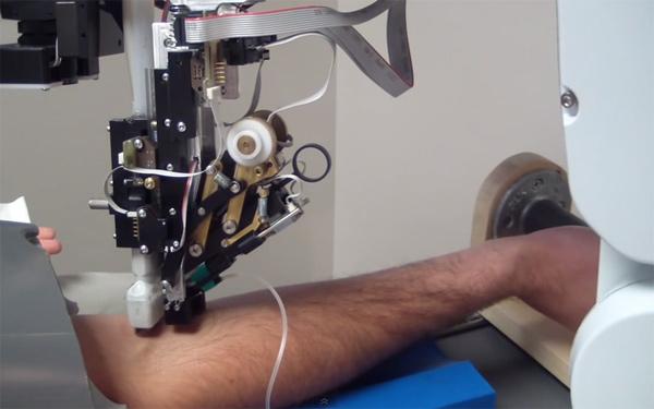 """自主研发采血机器人,磅策荣登""""2020医疗器械创新生命力榜单"""""""