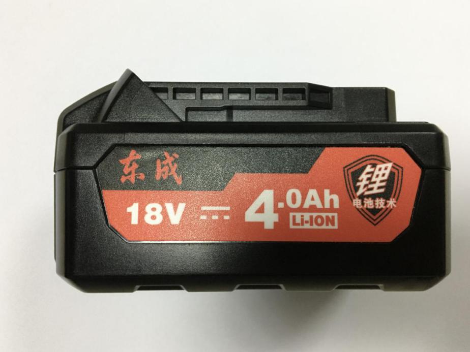 产品两边的侧方位图,大LOGO标明该款充电器属于锂电池技术