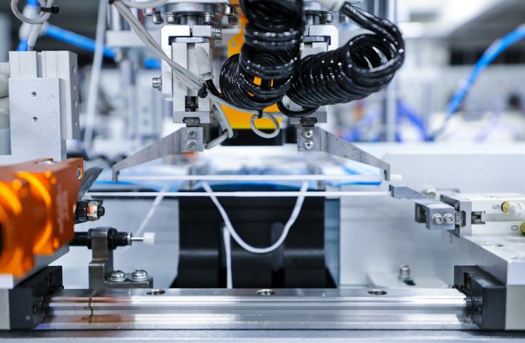 面对工业机器人时代,国产线缆和连接器将如何发展