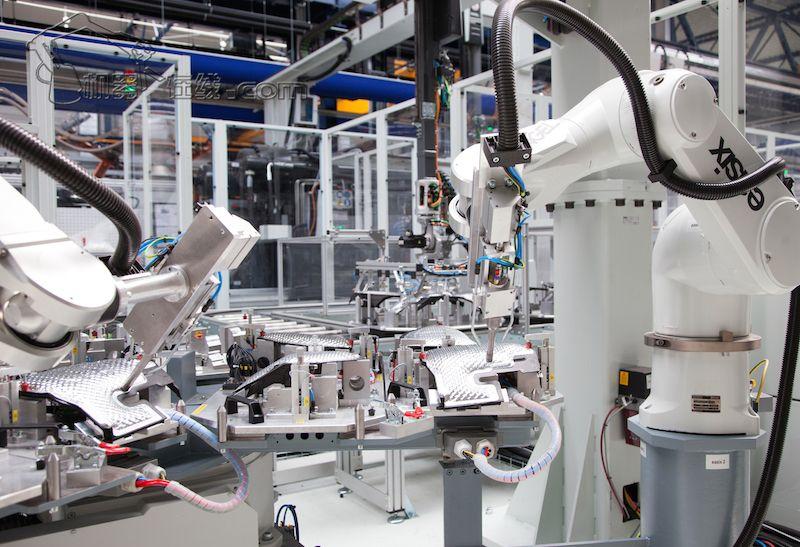 注塑行业机器人有哪些优势?
