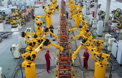 工业机器人打造智慧物流中心 效率提升4倍
