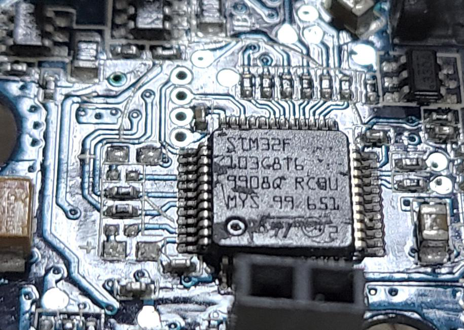 主控芯片部分是采用意法半导体(ST)的STM32F103C8T6增强型系列