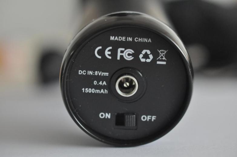 手柄底部为充电插口与电源开关键,并标明直流电输入8V、0.4A、1500mAh