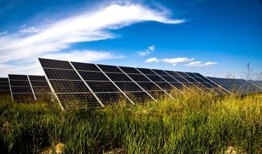 大全新能源公司和两家领先的太阳能光伏公司签订长期硅料供应合同