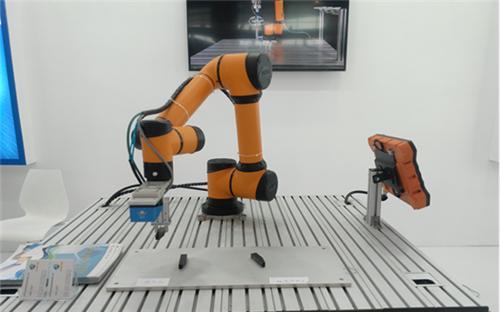 协作机器人、复合型机器人、手术机器人,埃斯顿一个都不放过