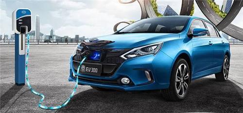 新能源车冬季续航里程大减 车主:一天一充电 不敢开空调