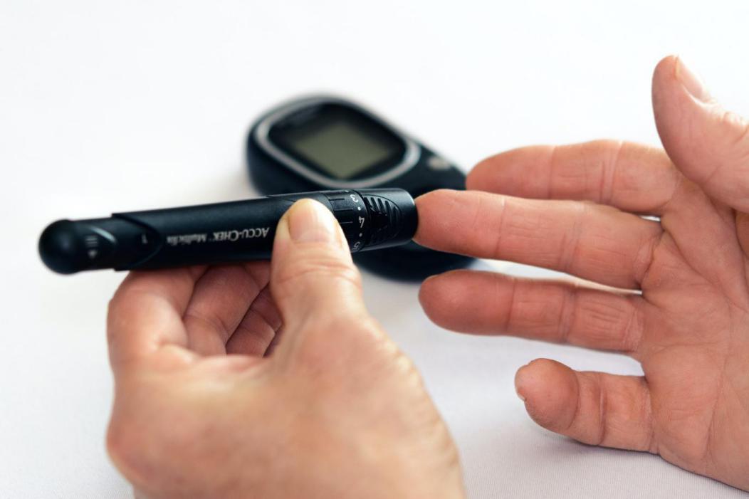 用于便携式和可穿戴医疗产品的防水POGO-Pin连接器