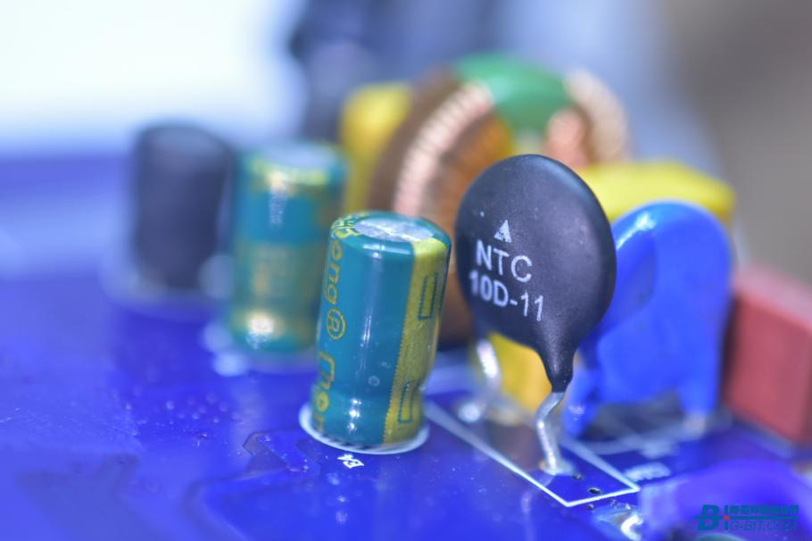 NTC热敏电阻,10Ω,直径11毫米,用于抑制电源浪涌电流