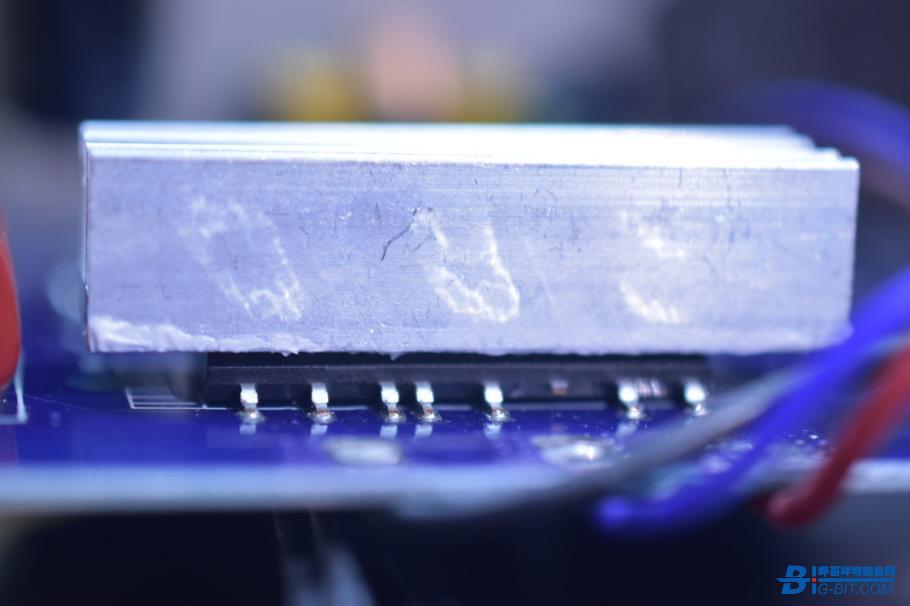 铝散热片 中间涂有导热硅脂