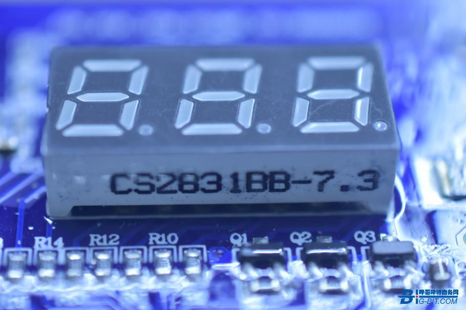 一组3位LCD数码管
