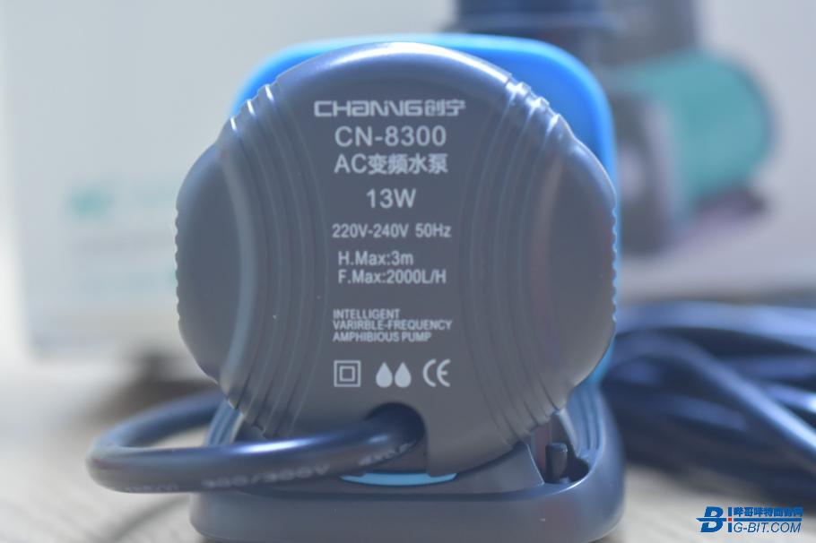 输入端外壳表面标有水泵参数信息