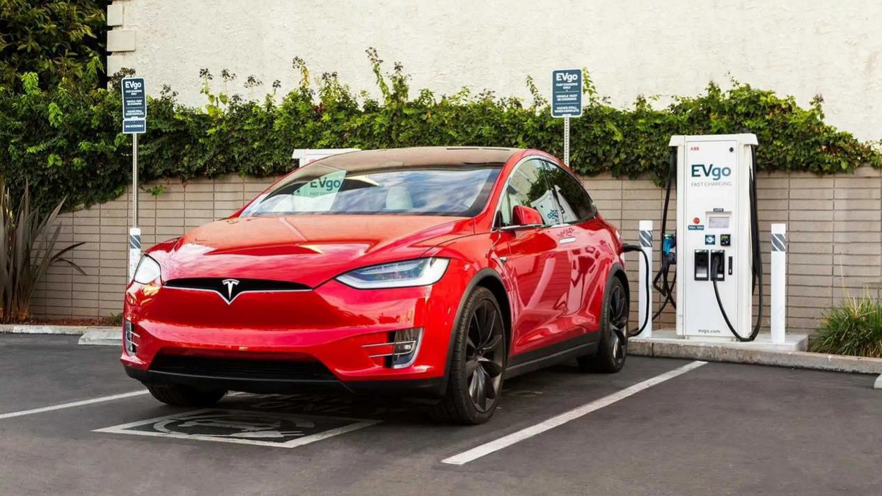 Tesla连接器将集成到EVgo充电站中